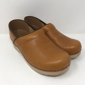 Dansko Professional Clogs slip on size 39 leather